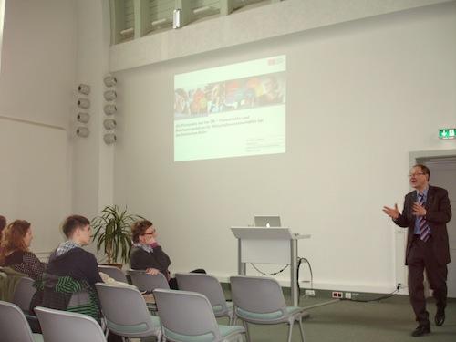 Prof. Dr. Schoop, Inhaber des Lehrstuhls für Wirtschaftsinformatik, insb. Informationsmanagement hat die Veranstaltung eröffnet.