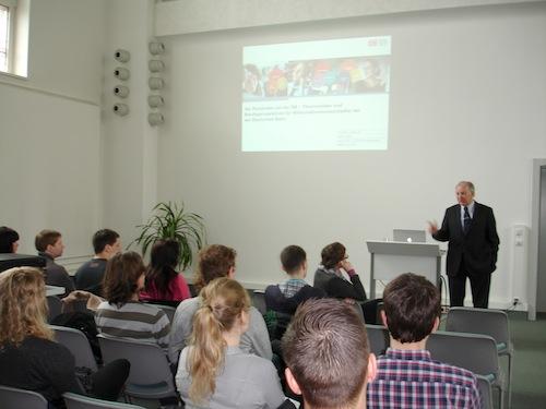 Prof. Dr. Armin Töpfer Leiter der Forschungsgruppe Marktorientierte Unternehmensführung an der TU Dresden